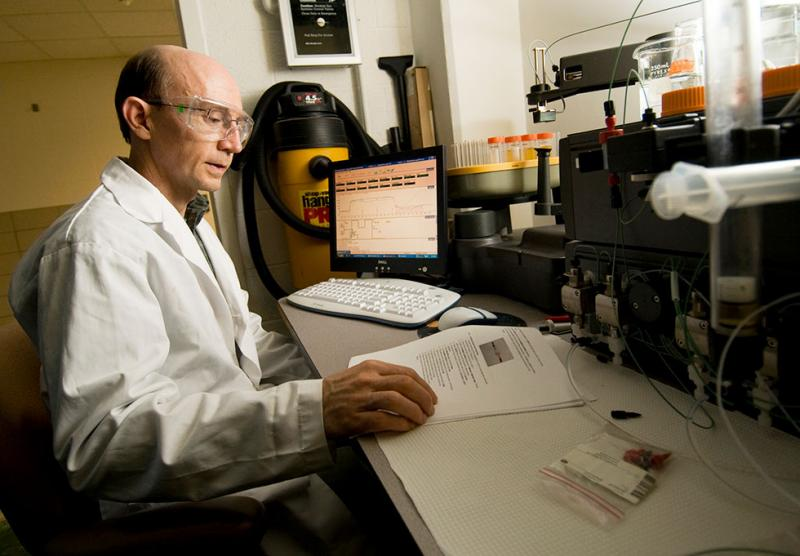 Photo of Mark Worden in his lab