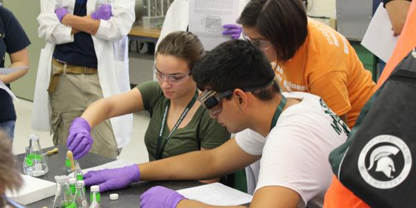 Photo of students working together in the lab.